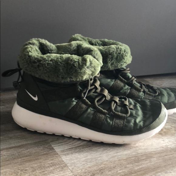 807bc84fdb0e Nike Women s Rosherun Hi Sneaker Boot size 10. M 5ac924dd8290afac4fc13819